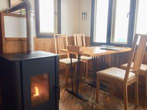 食後は炎を見ながらゆったりカフェを...